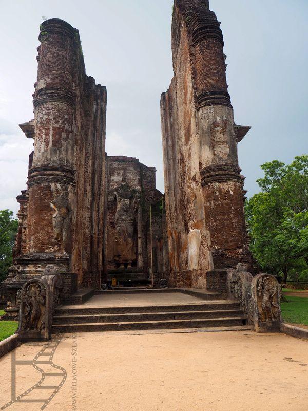 Wejście do kolejnej świątyni