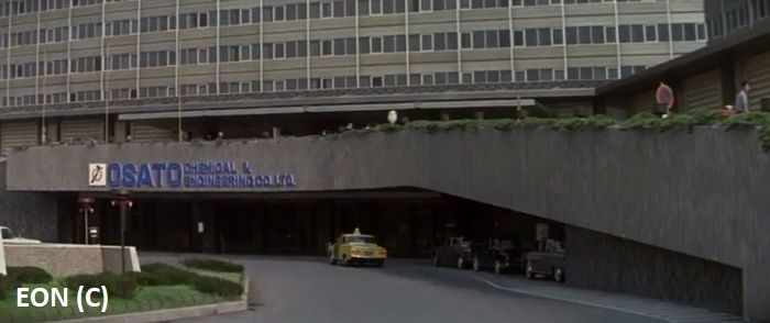 Hotel The New Ontani (Tokio, Japonia) gra budynek Osato Chemicals, które infiltruje James Bond.