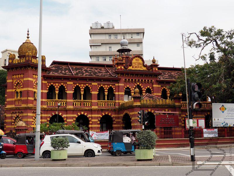 Szpital okulistyczny im. królowej Wiktorii zbudowany w stylu indo-saraceńskim. Projektant Edward Skinner.