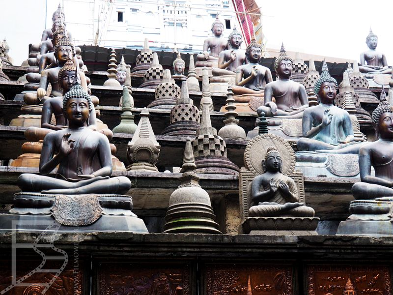Posągi Buddy w Gangaramaya
