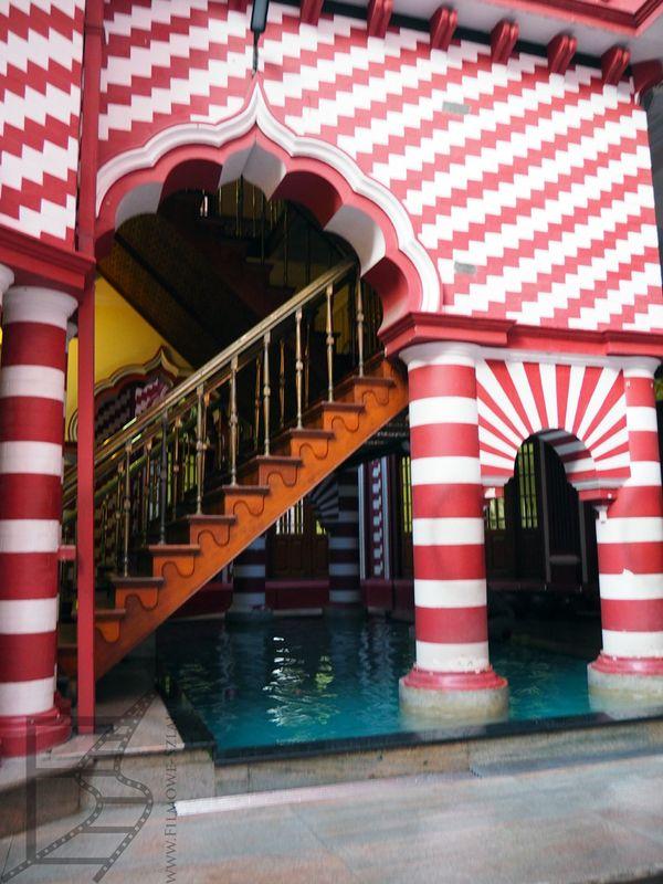 Wnętrza Czerwonego Meczetu