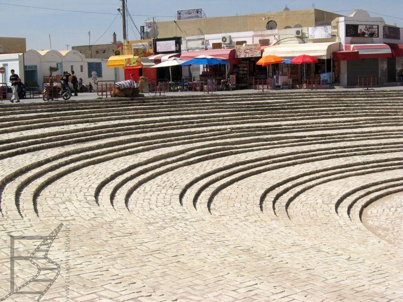 Sklepiki pod amfiteatrem w Al-Dżamm
