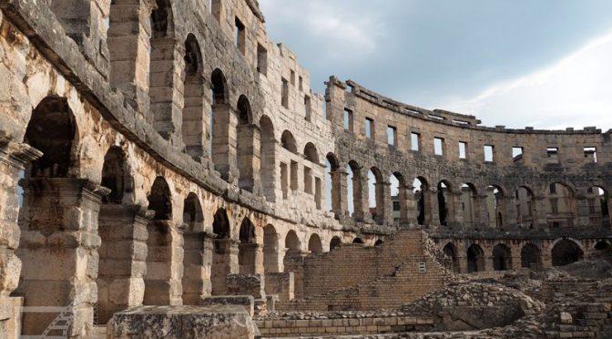 Pula, rzymski amfiteatr i wenecki zamek