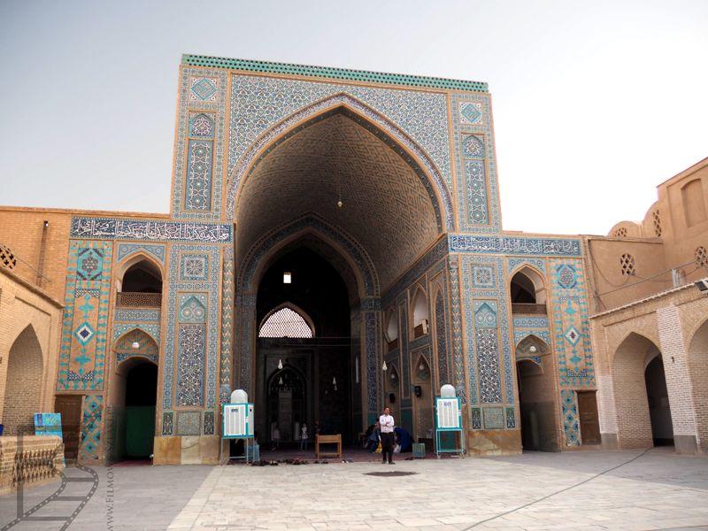 Ejwan w Meczecie Piątkowym. Ejwan to charakterystyczny element architektury perskiej, potem przejęły go meczety.
