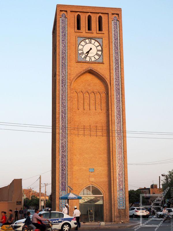 Wieża Zegarowa przy placu Saat