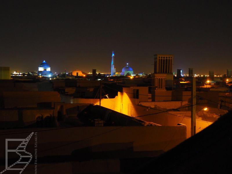Jazd z perspektywy dachów, w oddali Meczet Piątkowy i mauzoleum