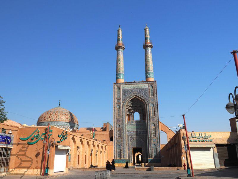 Meczet Piątkowy z charakterystycznymi minaretami (ich kształt został skopiowany w kilku innych meczetach)