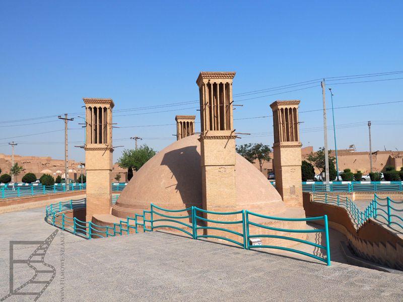 Ab abnars, cysterny na wodę z wiatrołapami (Yazd, Iran)
