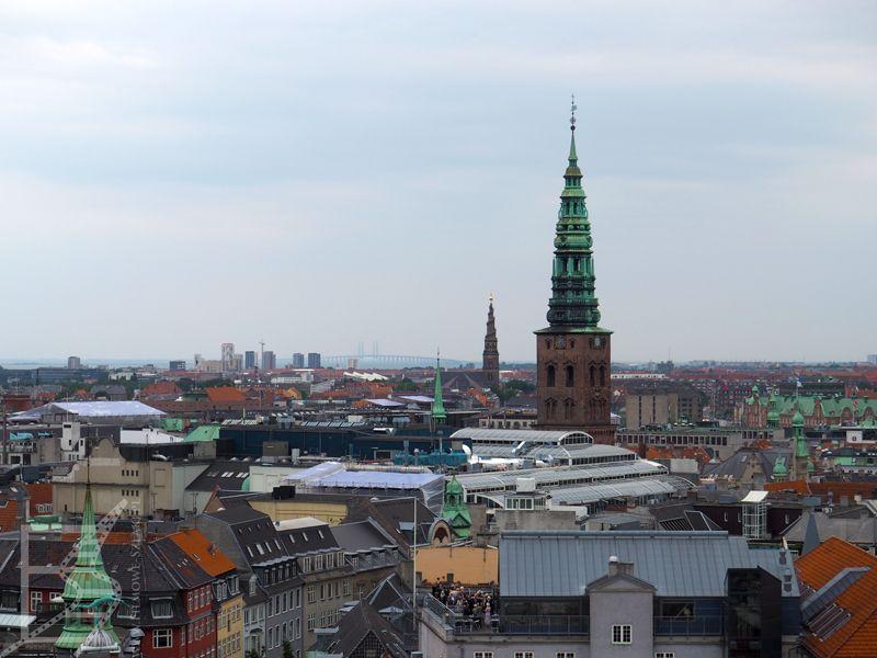 Widok na Kopenhagę, w tle most nad Sundem