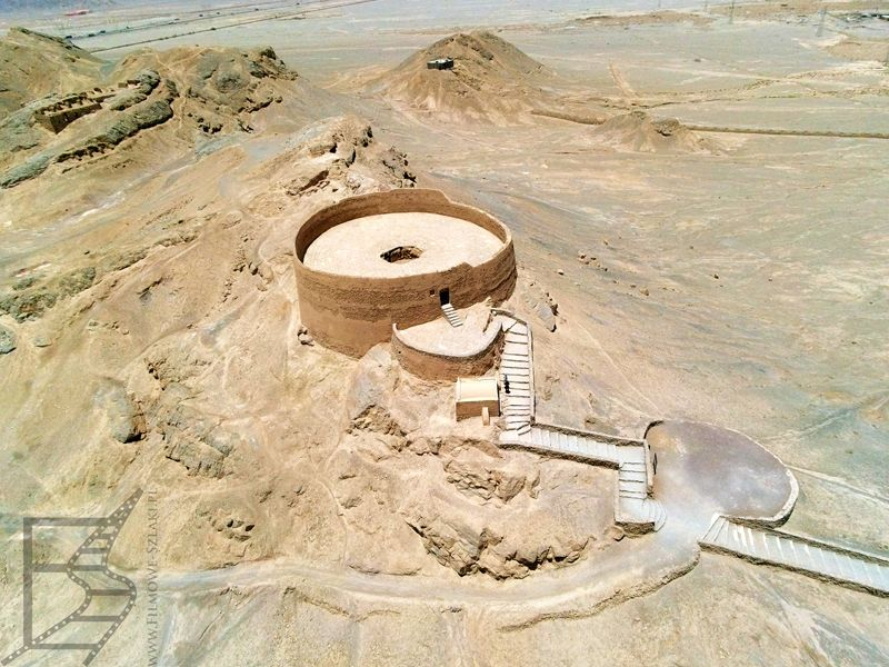 Wieża Milczenia w Jazd z góry
