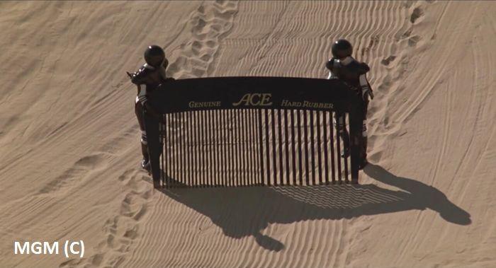 """Pustynia Yuma w filmie """"Kosmiczne jaja"""" to pustynny księżyc planety Vega. Tu nagrywano słynną scenę z przeczesaniem pustyni."""