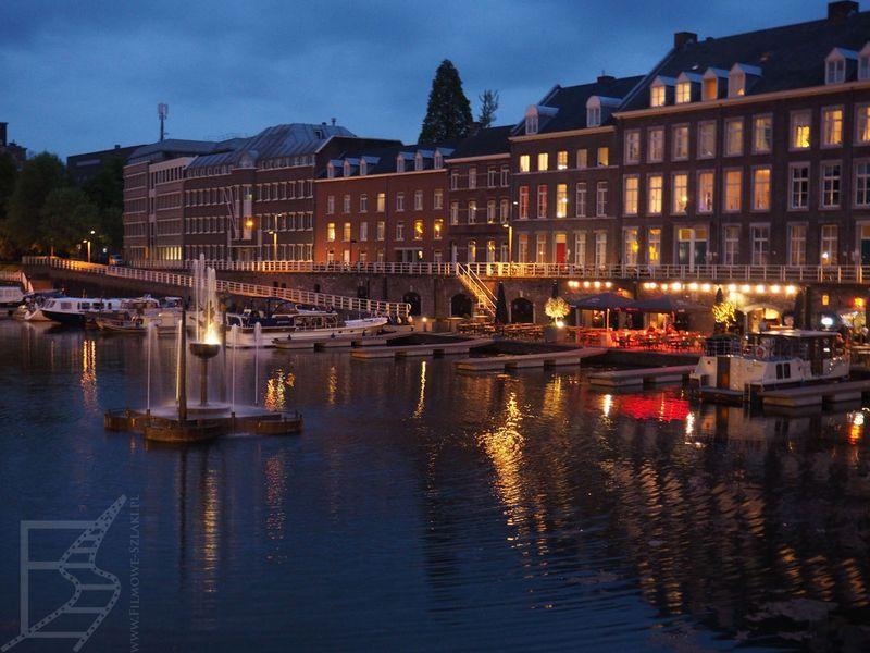 Rzeka Moza i kanał Baasin to doskonały teren spacerowy w Maastricht