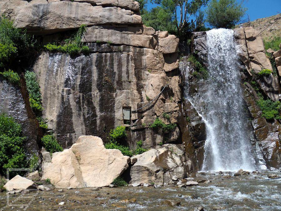 Hamadan: Wodospad przy Ganjnameh