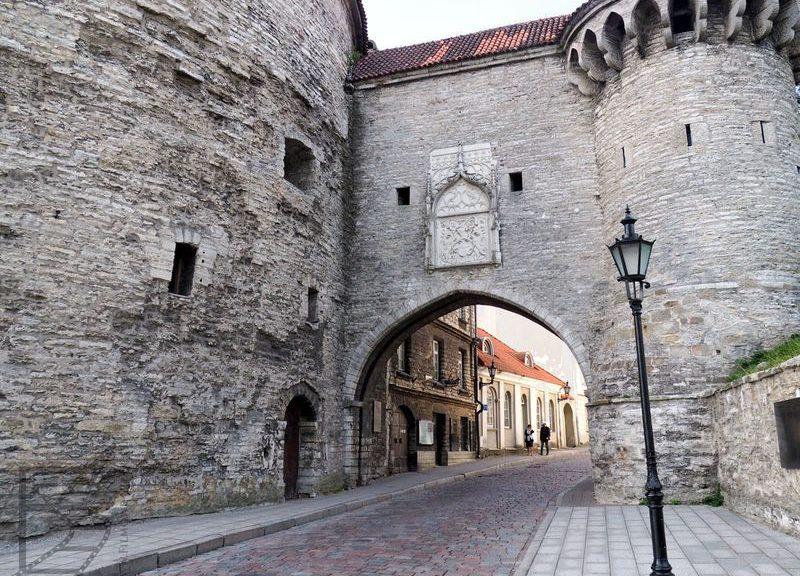 Tallinn, brama miejska przy Grubej Małgorzacie