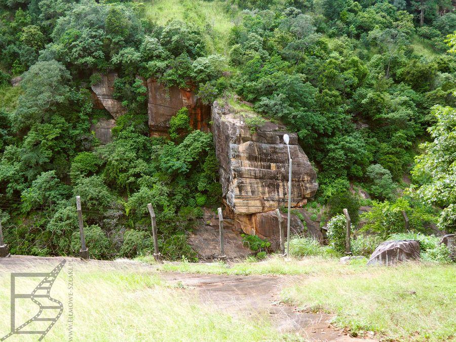 Kandy, skała na której zamocowano wiszący most w Indianie Jonsie