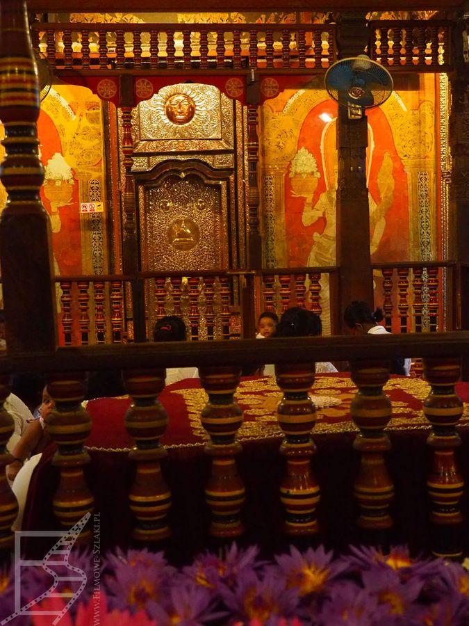 Relikwia zęba Buddy przyciąga do Kandy wielu pielgrzymów