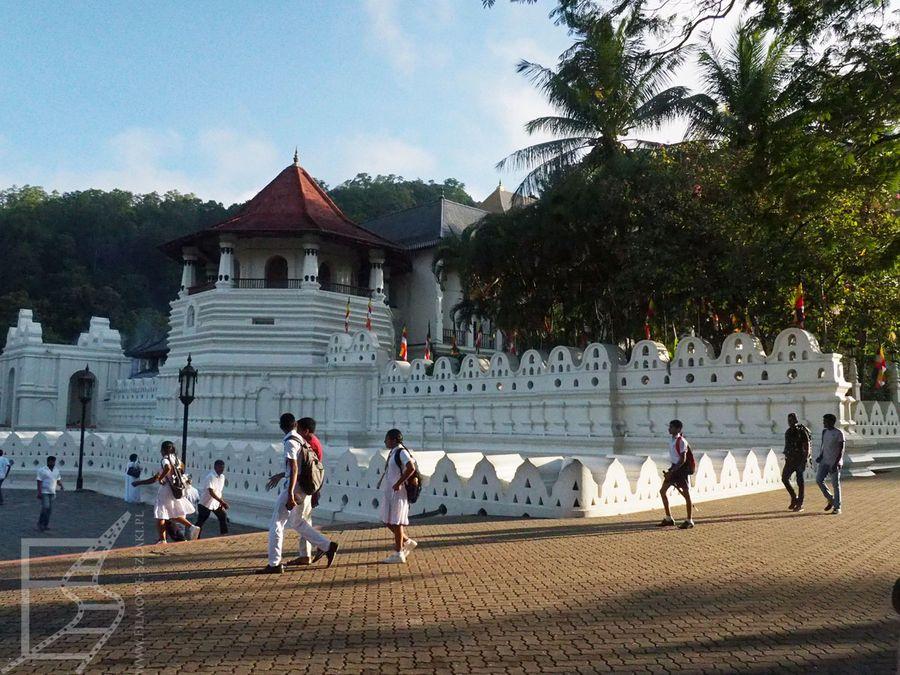 Kompleks świątyni Zęba w Kandy to najważniejszy zabytek miasta