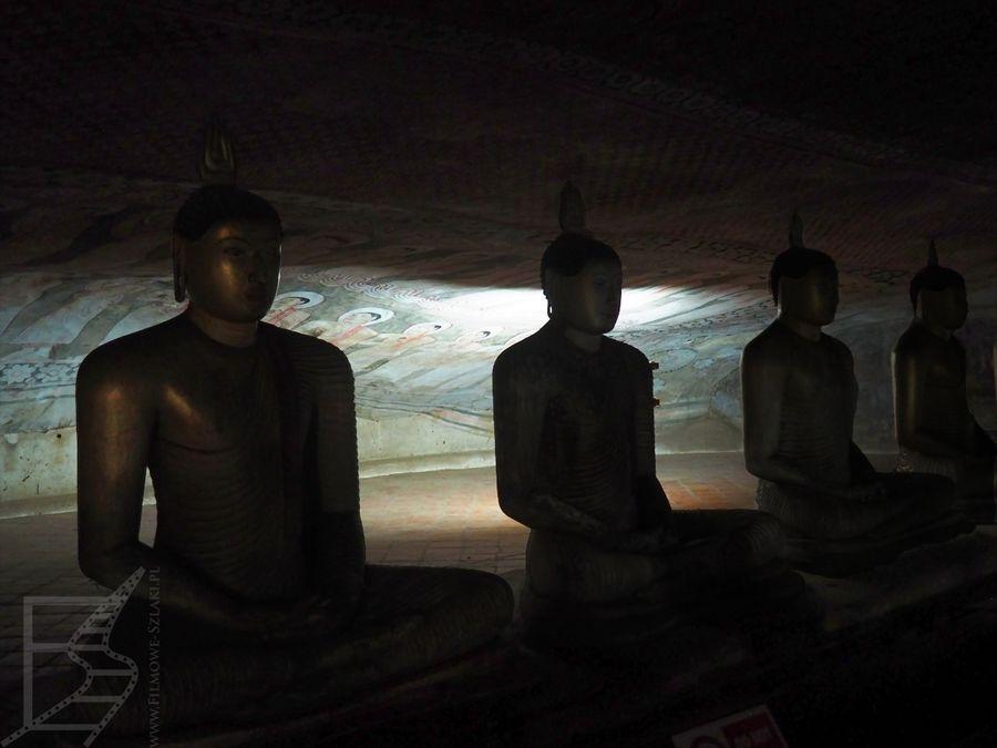 Groty z Buddami w Dambulla