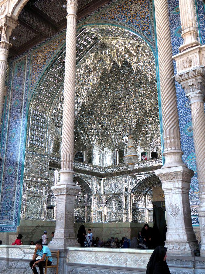Kawałki lustra to dość częste zdobienie irańskich światyń