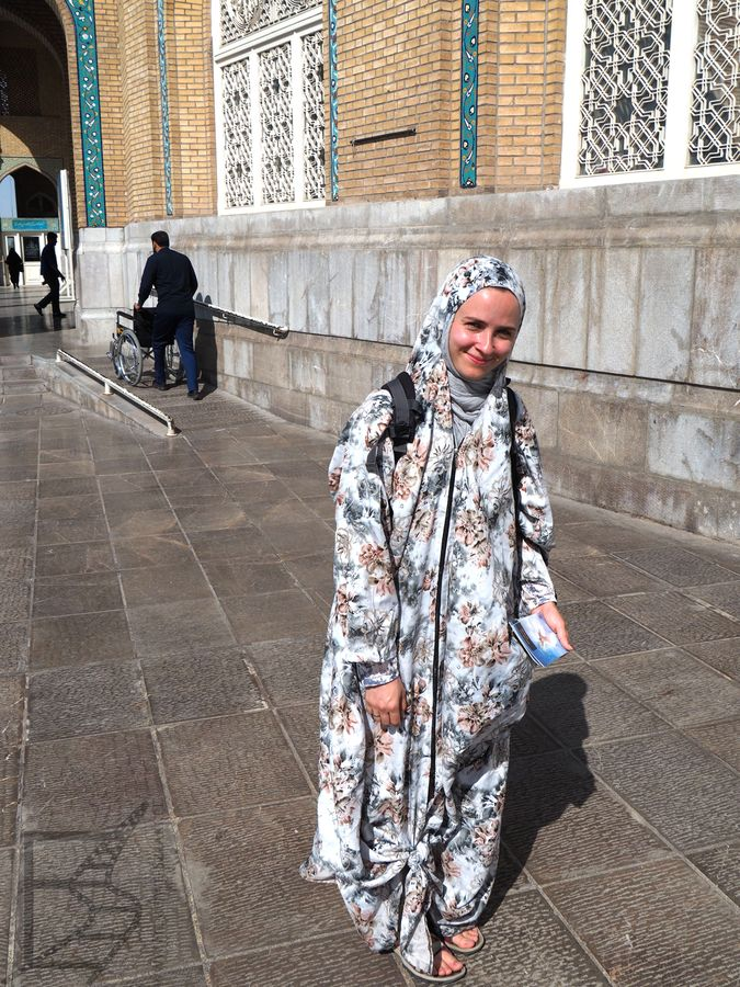 Tak wygląda strój turystki, która chce zwiedzić mauzoleum