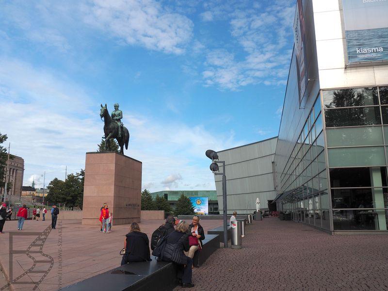 Marszałek Carl Gustaf Mannerheim to bohater Finlandii, który dwukrotnie pokonał Bolszewików. Jego pomnik znajduje się w Helsinkach.
