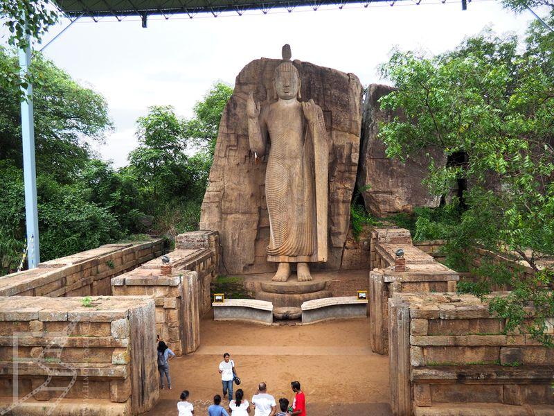 Wielki Budda z Aukana w całej okazałości