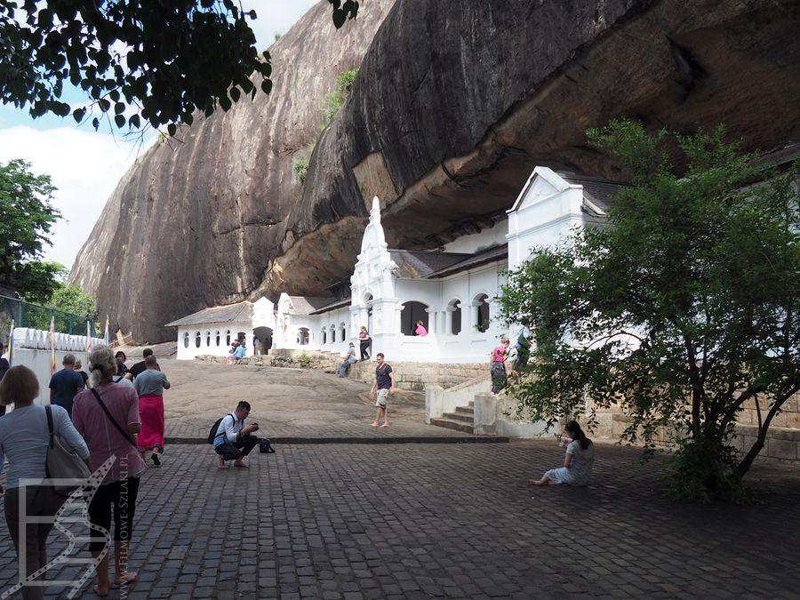 Kompleks Złotej Świątyni w Dambulla (wejście do grot)
