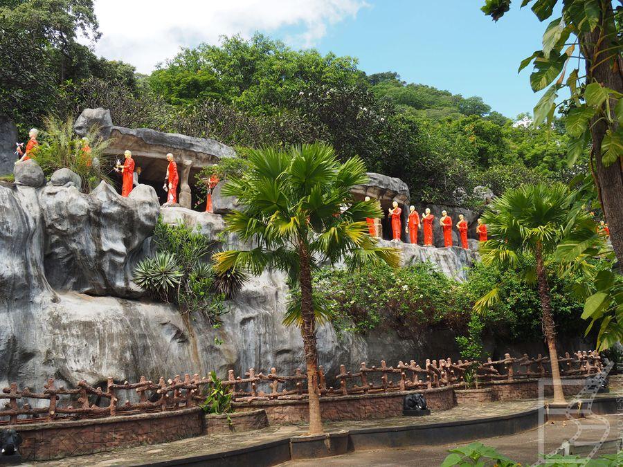 Posągi przy Złotej Świątyni