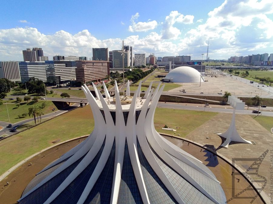 Widok na katedrę i Muzeum Narodowe (Brasilia)