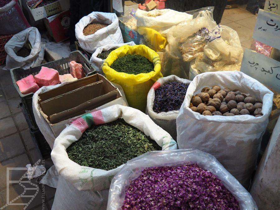 Przyprawy na bazarze (Kaszan)