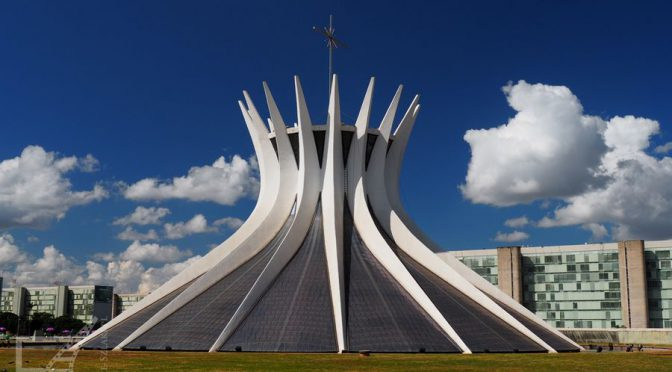 Brasilia, modernistyczna stolica na planie samolotu