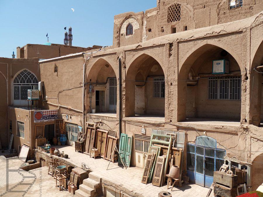 Przestrzeń otwarta dla rzemieślników przy bazarze w Kaszanie