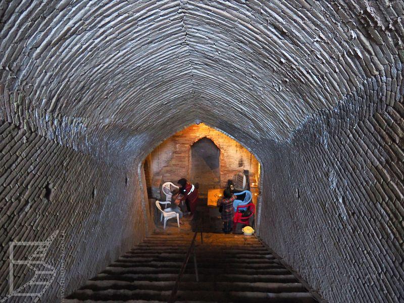 Zejście do podziemnego miasta Nuszbad