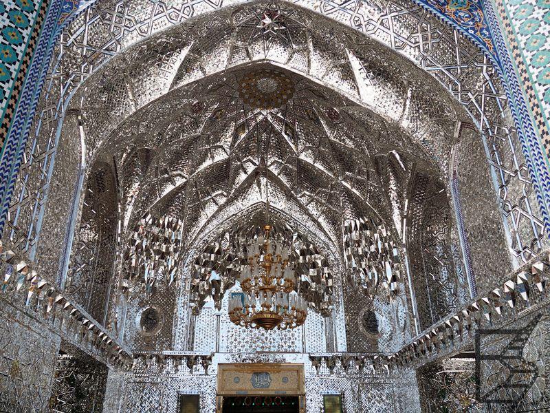 Lustrzane zdobienia meczetu
