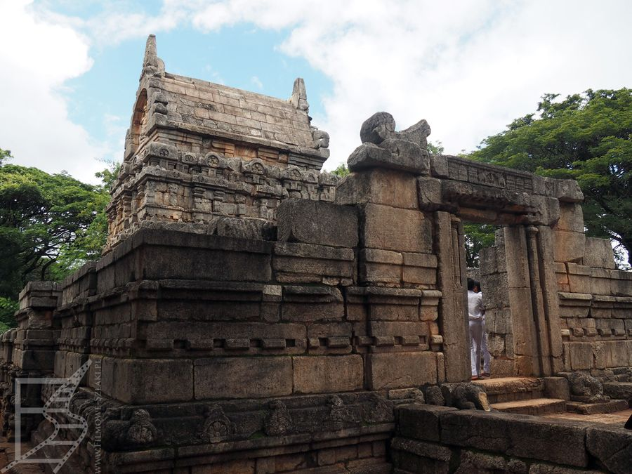 Nalanda Gedige nieopodal Matale