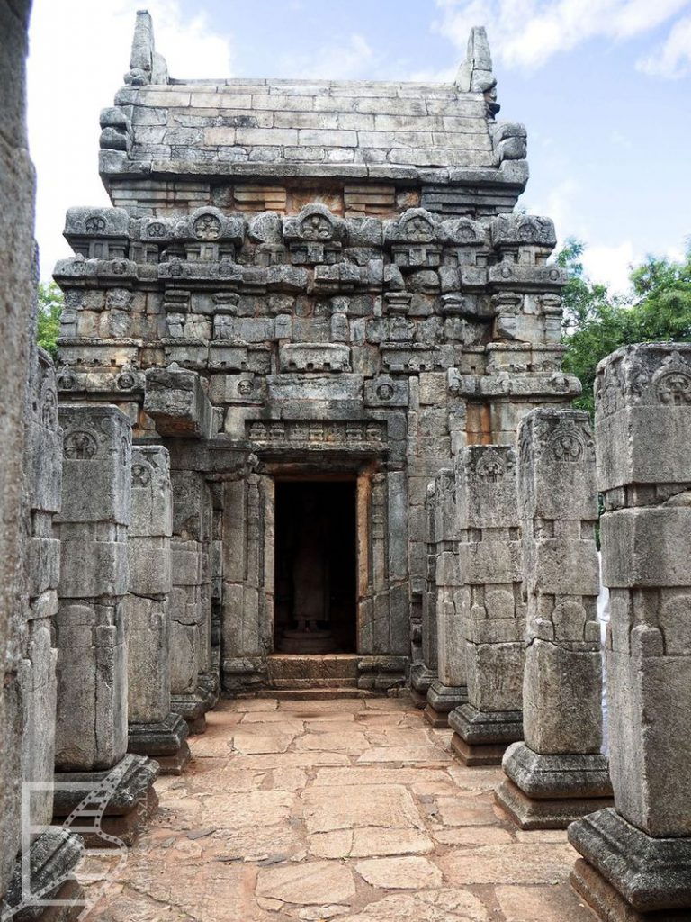 Ruiny świątyni Nalanda Gedige