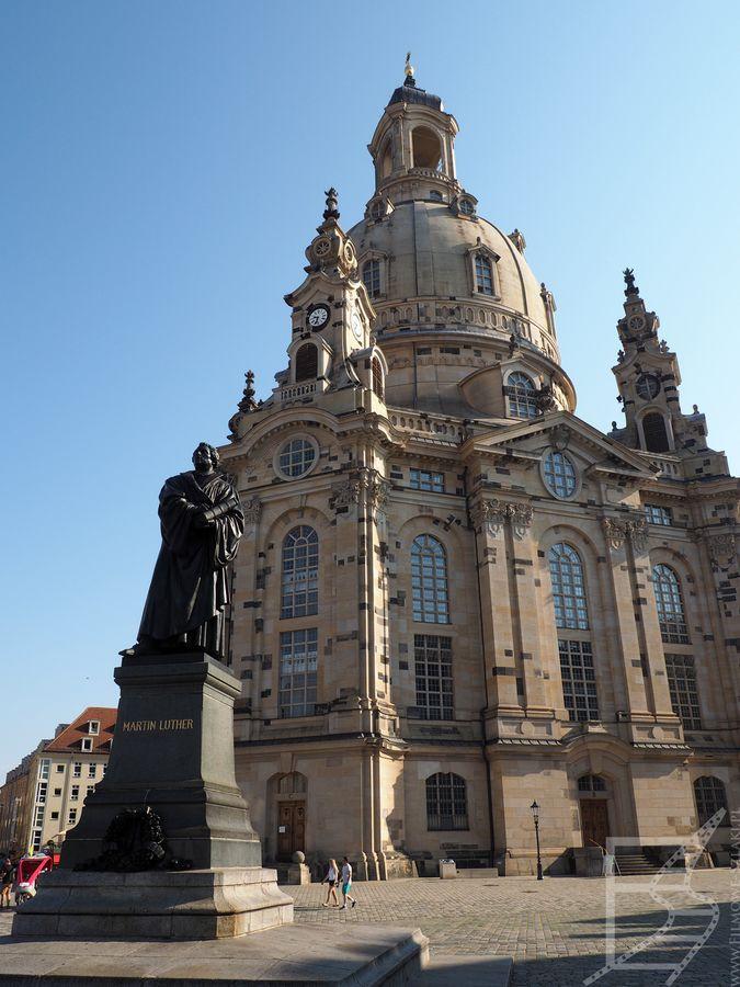 Kościół Mariacki w Dreznie (zniszczony w nalotach dywanowych, otwarty na nowo w 2005)