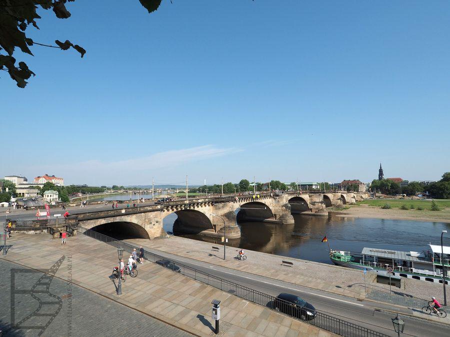 Most Fryderyka Augusta w Dreźnie na rzece Łaba (Augustusbrücke)