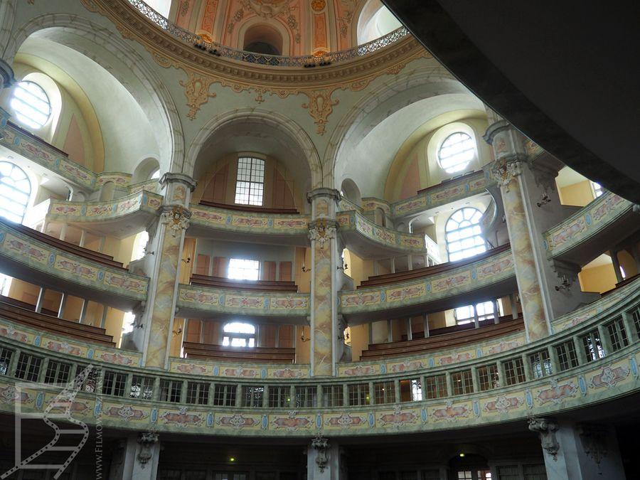 Odrestaurowane wnętrza kościoła Mariackiego