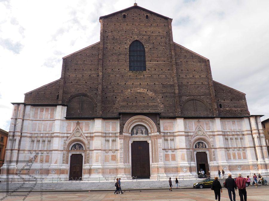 Fasada bazyliki św. Petroniusza