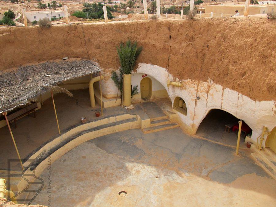 Matmata i typowy dom troglodytów