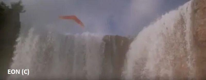 """""""Moonraker"""", czyli James Bond przelatujący nad wodospadem Iguazu"""