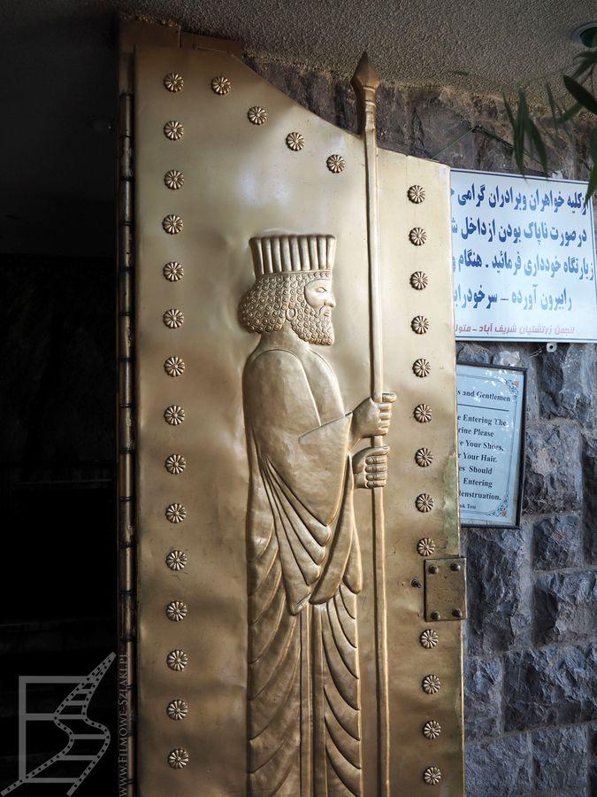 Ozdobne drzwi do świątyni