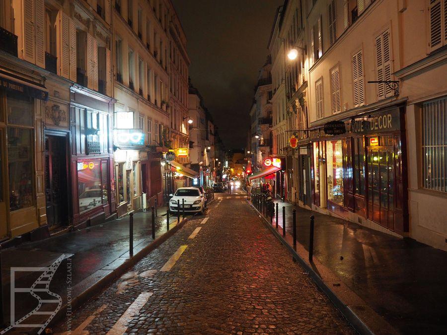 Montmarte przyciąga wielu turystów knajpkami i malowniczymi uliczkami