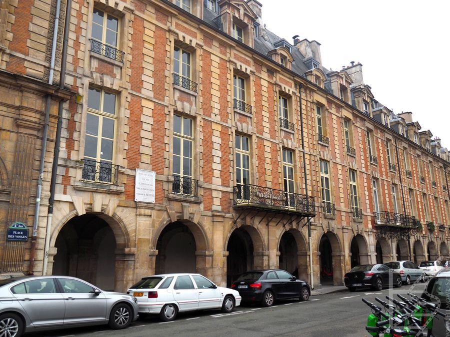 Place des Vosges, najstarszy plac w Paryżu