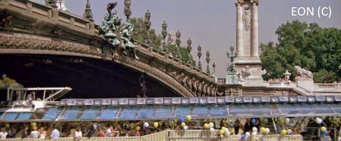 """""""Zabójczy widok"""" i James Bond wyskakujący z mostu (Paryż)"""