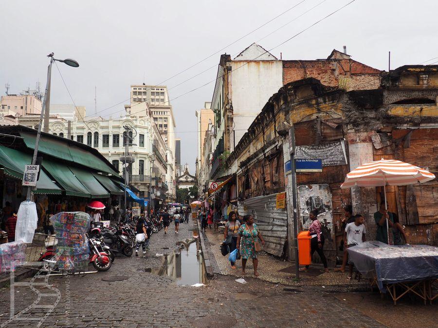 Saara i trochę dalsze okolice Rua da Alfândega, czyli targ miejski
