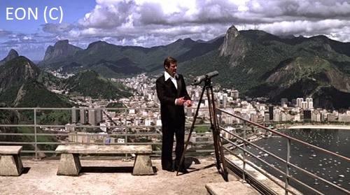 """""""Moonraker"""" i James Bond spoglądający na Rio De Janeiro z Morro da Urca"""