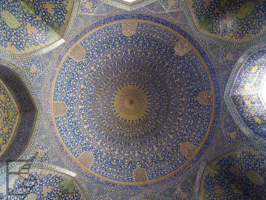 Piękne zdobienia szczegółów w meczecie Imama (Esfahan)