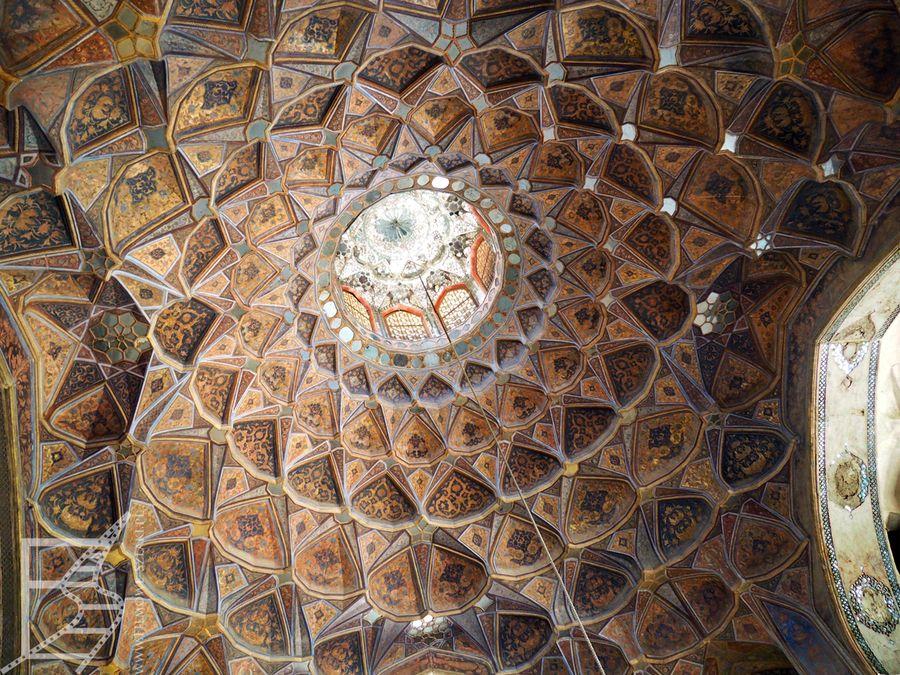 Zdobienie sufitu w pałacu Ósmego Nieba (Isfahan)